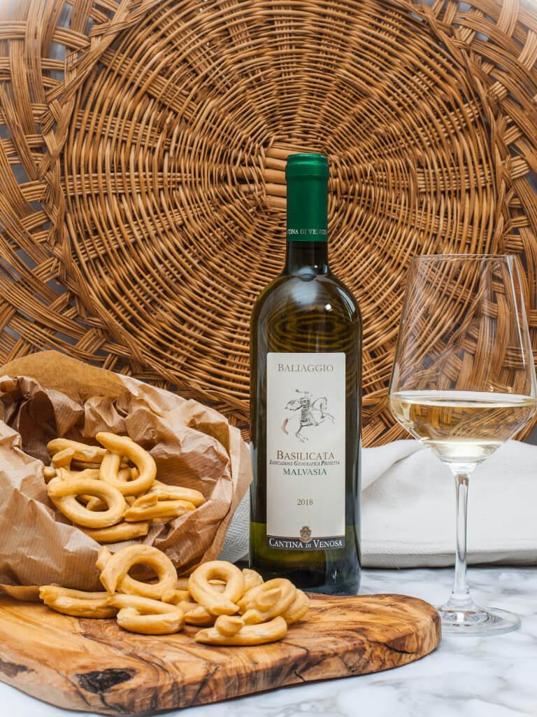 vino bianco malvasia  venosa igt 2